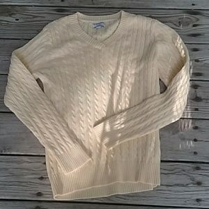 Like new Croft & Barrow XL cable knit sweater.